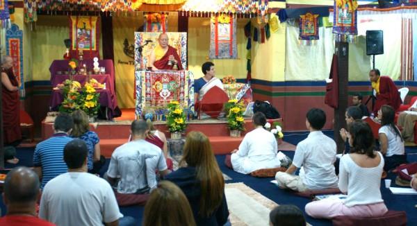 Khenpo Karthar Rinpoche, um dos lamas eminentes que já vieram ensinar na KTC