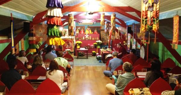 Celebração do aniversário de S.S. Karmapa, Karma Theksum Chokhorling, 23 de junho de 2013. https://ktc.org.br/